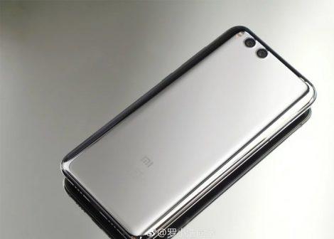 Los rumores han estado muy presentes últimamente hablando de la existencia del Xiaomi Mi MIX 2S, algo que viene ocurriendo desde el último trimestre de 2017. Cuando el CEO de Xiaomi , Lei Jun, afirmó en el Snapdragon Tech Summit 2017 en diciembre que el próximo buque insignia de Xiaomi contaría con un Snapdragon 845, se especulaba de que estaba hablando sobre el próximo Mi 7. Sin embargo, filtraciones recientes han revelado que Xiaomi podría lanzar el Mi MIX 2S antes que el antes mencionado.