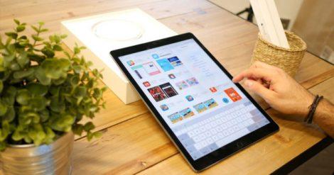 Incluso juntas, como mencionábamos previamente, Samsung y Amazon suman 41,6 millones de tablets vendidas… Pero ni aún así logran alcanzar las ventas de Apple. Es un dato brutal. Análisis de mercado de la venta de tablets en 2017 Profundizando más en el tema que nos compete hoy, Apple logró una cuota de mercado del 26,8 % en la categoría de tablets. Por su parte, el iPhone también superó las ventas de Samsung, Xiaomi, Huawei y otras compañías fabricantes de smartphones durante el último cuatrimestre de 2017, con un total de 77,3 millones de unidades vendidas y una cuota de mercado del 14,3 %.
