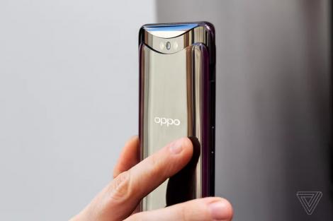 Está potenciado por un procesador Qualcomm Snapdragon 845 de ocho núcleos, que es capaz de ofrecernos una velocidad de frecuencia de reloj máxima de 2.7 GHz, junto con una GPU Adreno 630. Aunado a ello, tiene una memoria RAM de 8 GB, una memoria interna de 256 GB y una batería de 3.730 mAh con tecnología de carga rápida VOOC propia de la compañía. En el apartado fotográfico, el terminal está dotado de una doble cámara trasera de16MP (f/2.0, grabación 4K@30 fps) y 20MP (f/2.0) y de un sensor frontal de 25 megapíxeles de resolución capaz de grabar video a 1.080p.
