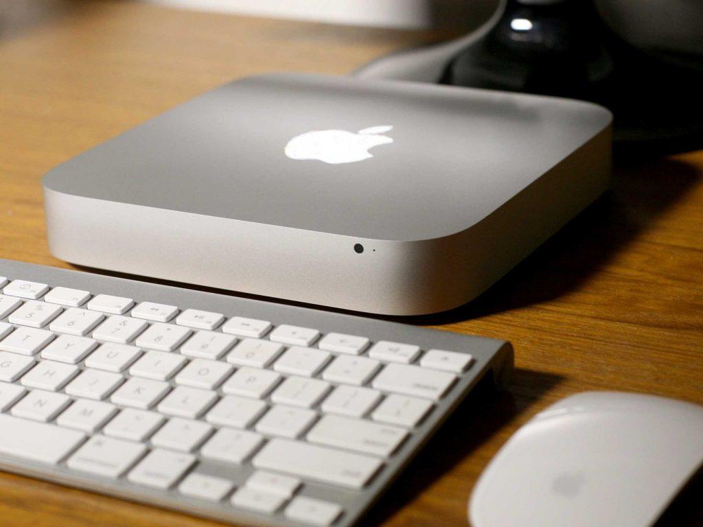 Mac Mini sería lanzada este año, pero con un objetivo totalmente diferente: el modelo de este año estaría enfocado en usuarios profesionales, personas que lo utilizan como servidores, como máquinas de diseño y renderizado.