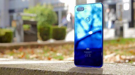 Xiaomi Mi 8 Lite Xiaomi se está convirtiendo en una de las marcas de tecnología móvil más atractiva en el mercado español. La marca china ha lanzado un nuevo smartphone que ya está disponible en España. Se trata de una nueva versión de la línea Mi 8. Así, el Xiaomi Mi 8 Lite llega con un diseño muy peculiar, con colores degradados, y promete ser uno de los superventas en nuestro país, ya que su gran atractivo defraudará a muy pocos. Entre sus novedades, ofrece un procesador más potente de lo habitual, más almacenamiento y RAM, y mejora en la cámara delantera.