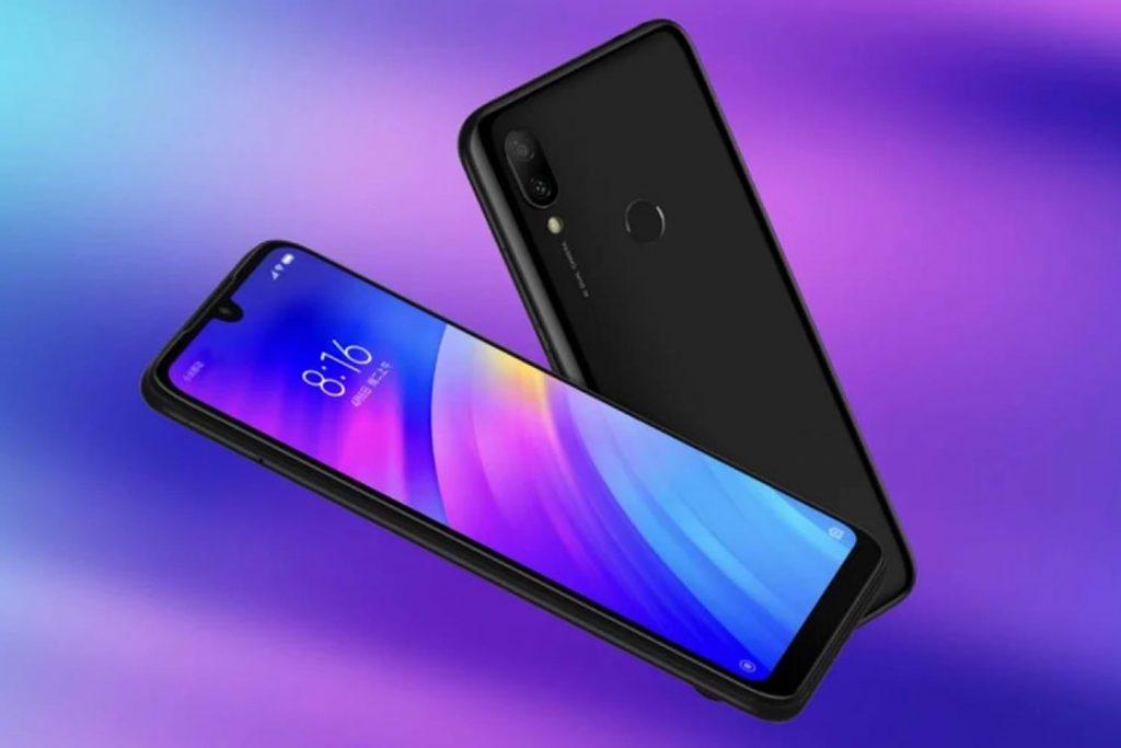 Xiaomi continúa trabajando en la llegada de sus nuevos teléfonos inteligentes tras el lanzamiento del Xiaomi Mi 9, que continúa siendo el móvil Android más potente, según AnTuTu. Unos recientes renders dejaron ver la pantalla a color de la Xiaomi Mi Band 4 y, ahora, se ha conocido que el Xiaomi Redmi 7A recibe la certificación de TENAA y podría llegar pronto. A través de TENAA se han filtrado algunas de las características del Xiaomi Redmi 7A, que estaría a punto de presentarse en sociedad de forma oficial. El próximo smartphone de gama baja de la compañía china, sucesor del Redmi 6A, destaca por la incorporación de una única cámara trasera y una lente delantera sin notch. Además, también se ha revelado que llegará con una acabado en chasis de plástico en el que se puede apreciar el siguiente texto: Redmi designed by Xiaomi. Entre sus características filtradas, destaca que la cámara trasera llegará, por primera vez en esta gama baja, con Inteligencia Artificial, permitiendo a los usuarios realizar ajustes con el modo IA, característica que la compañía ha implementado en sus teléfonos de gama alta y media.