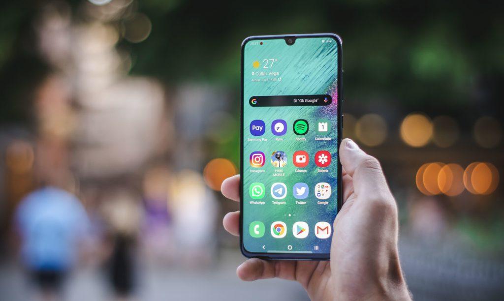 El Samsung Galaxy A70 alternativa que hace check en la totalidad de sus características una de las alternativas más interesantes para los que buscan un teléfono de gran tamaño con una bateria casi infinita