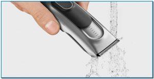 BRAUN Dale cariño a tu cortadora de pelo. Limpia tu cortadora de pelo después de cada uso, eliminando los pelos de las cuchillas con un cepillo, desinfectándolas con alcohol y aplicando una capa fina del aceite lubricante que viene con ellas. Es un trabajo de pocos segundos a cambio de años de uso de la recortadora libre de problemas.